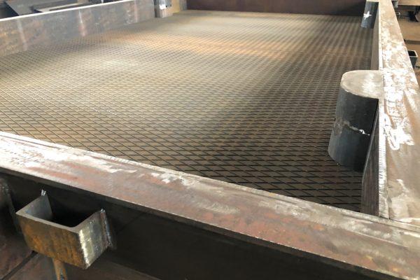 форма дорожной плиты с рифленой поверхностью