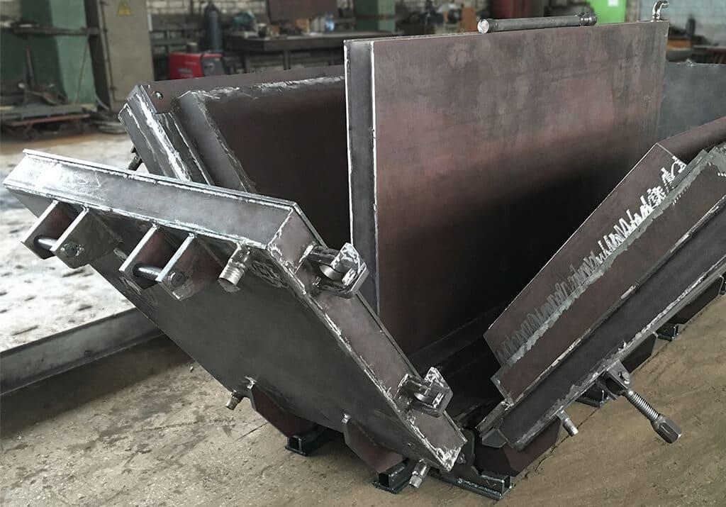 Металлоформа железобетонной лестничной площадки